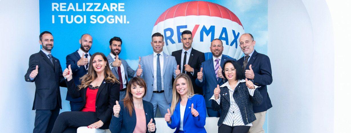 Il gruppo dell'agenzia immobiliare RE/MAX Area Lido di Ostia Roma