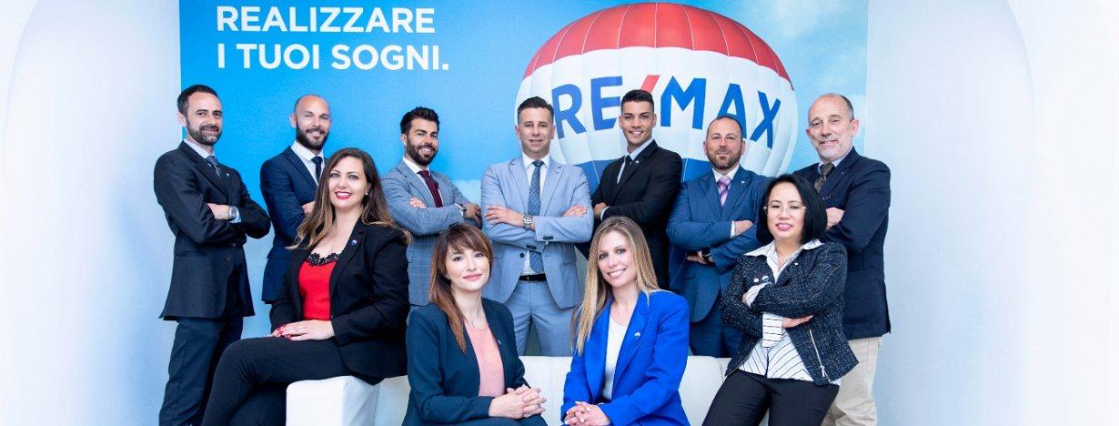 Il gruppo di RE/MAX Area Lido di Ostia Roma