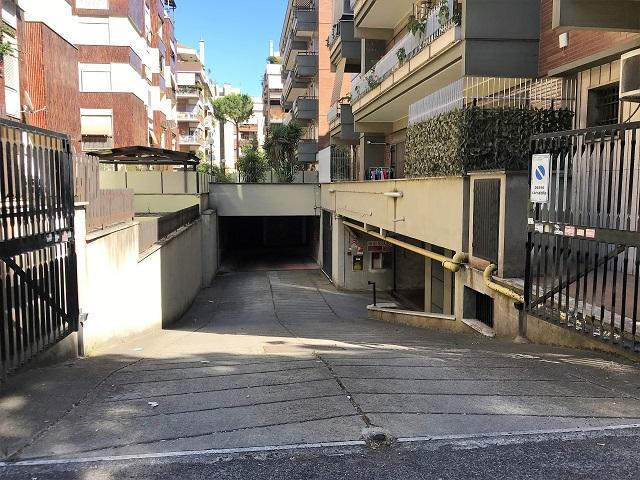 Ostia Levante box auto in vendita in Via Mar Arabico