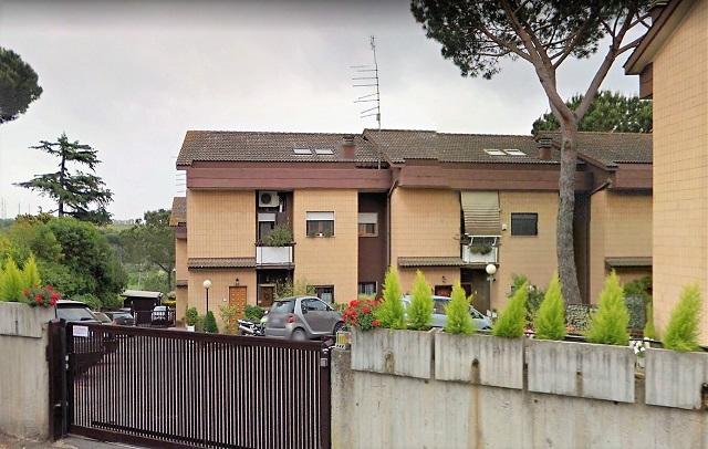 Vitina Roma, appartamento duplex in vendita