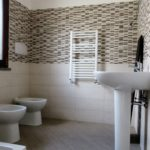 Villa in vendita Infernetto: bagno con doccia e scalda biancheria
