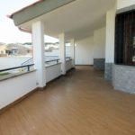Villa in vendita Infernetto: balcone piano superiore