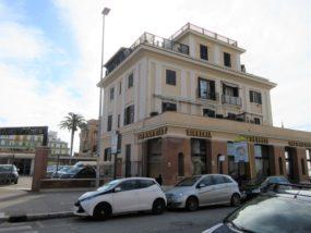 Bilocale uso investimento in vendita a Ostia Lido Centro in Viale della Marina