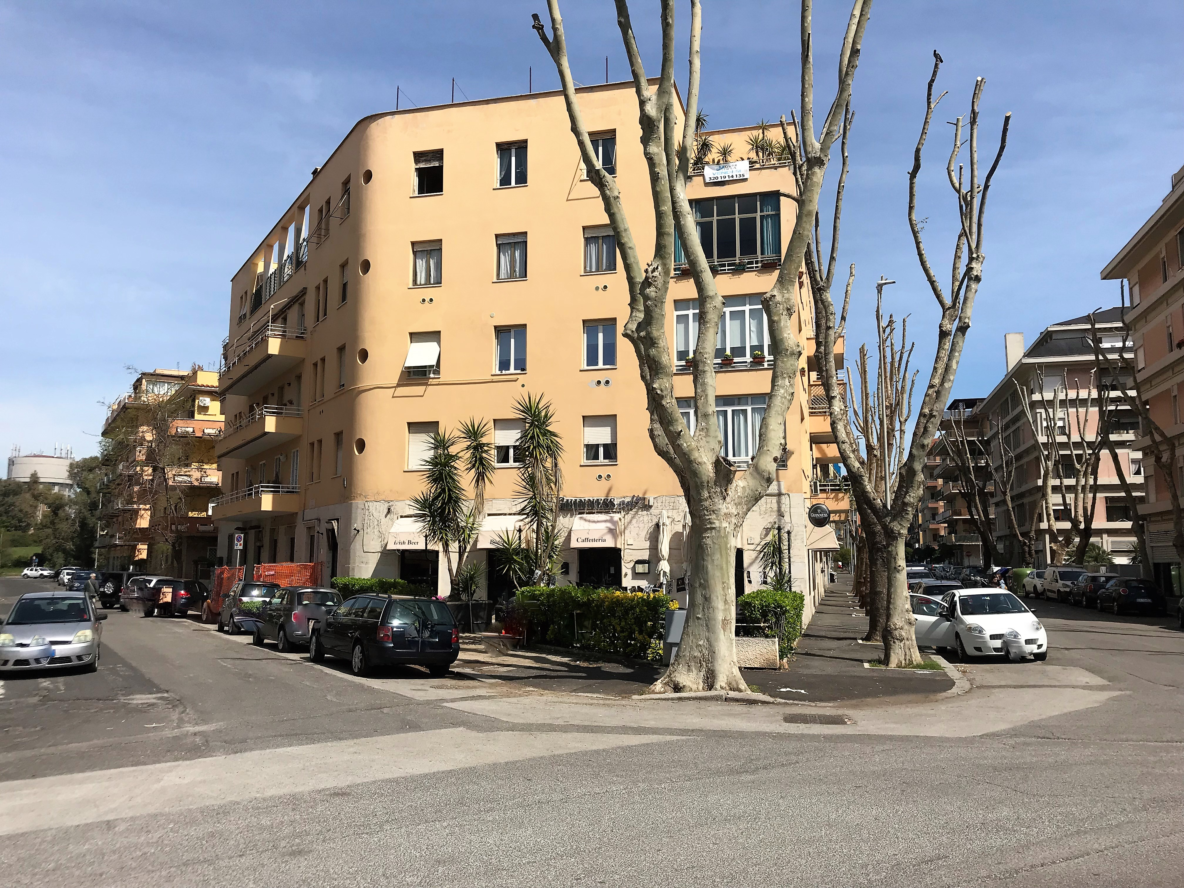 Ostia piazza sagona locale commerciale in vendita a for Affitto ufficio ostia