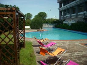 Ostia Ponente, affitto trilocale con piscina