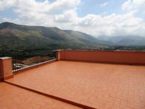 Latina, Priverno, in vendita appartamento su piu livelli con terrazza e vista panoramica