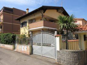 Ostia Levante, villa bifamiliare in vendita