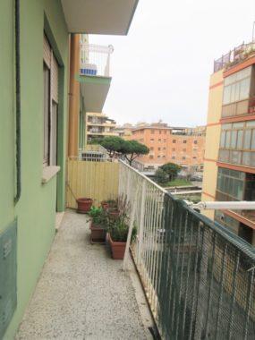 Ostia Levante, trilocale ampia metratura con balcone