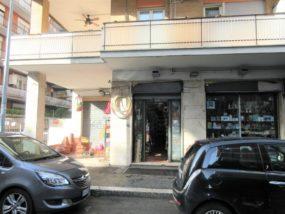 Ostia centro, negozio con 4 vetrine in affitto, Via dei Panfili