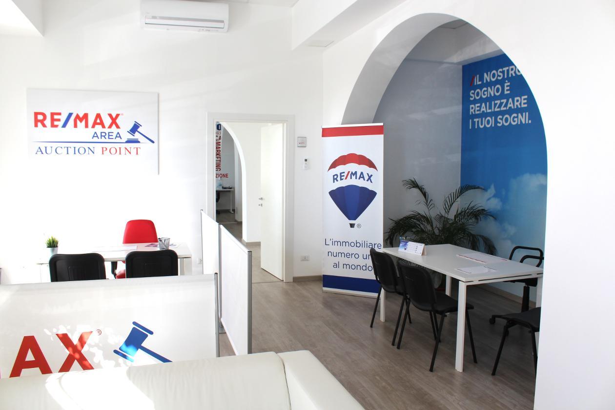 RE/MAX Area ricerca agente immobiliare esperto. Invia ora il curriculum vitae