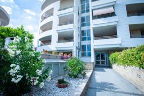 Acilia, monolocale con balcone in complesso residenziale