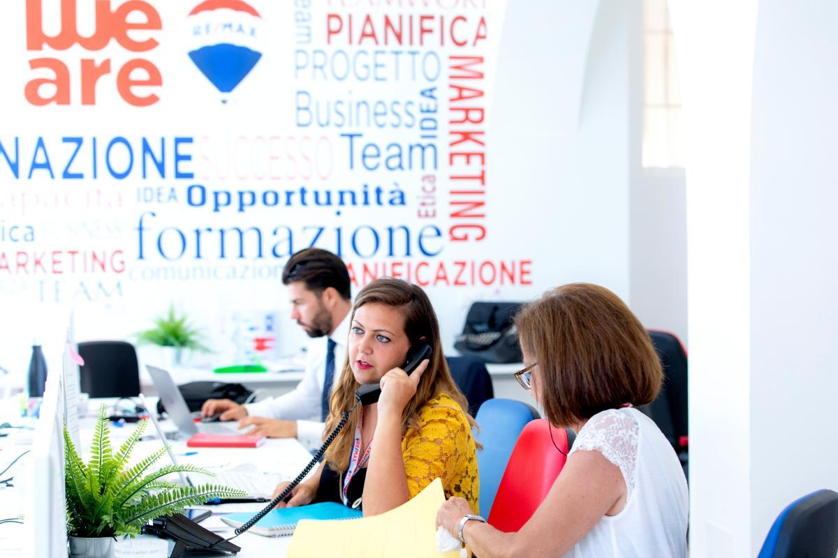 Remax Area Roma: lavora con noi agente immobiliare