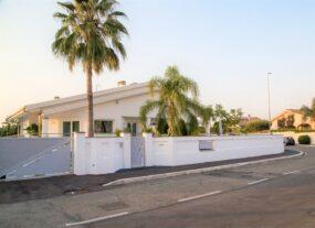 Nuova Palocco, villa stile Miami in vendita