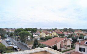 Fiumicino, Isola Sacra Attico con terrazzo arredato in affitto