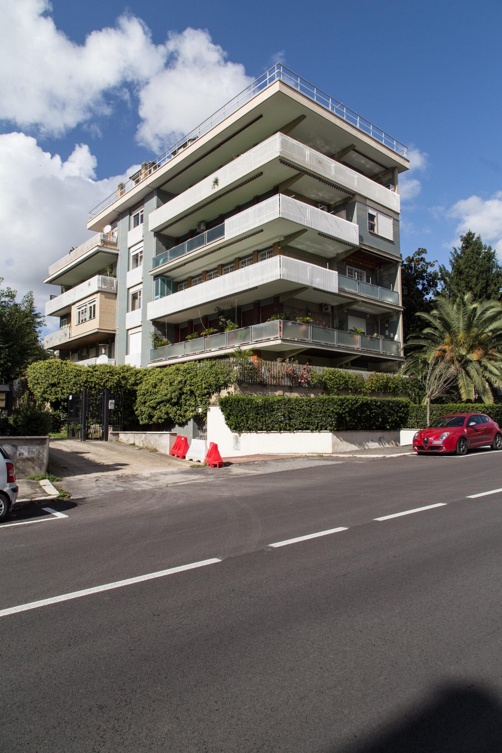 Balduina, appartamento signorile con terrazzo e box.