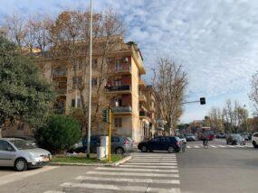 Ostia Centro, appartamento arredato con due balconi in affitto