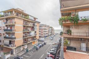 Ostia Ponente, ampio appartamento con due balconi e soffitta
