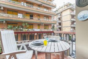 Ostia Levante , trilocale con ampio balcone vivibile e terrazzino
