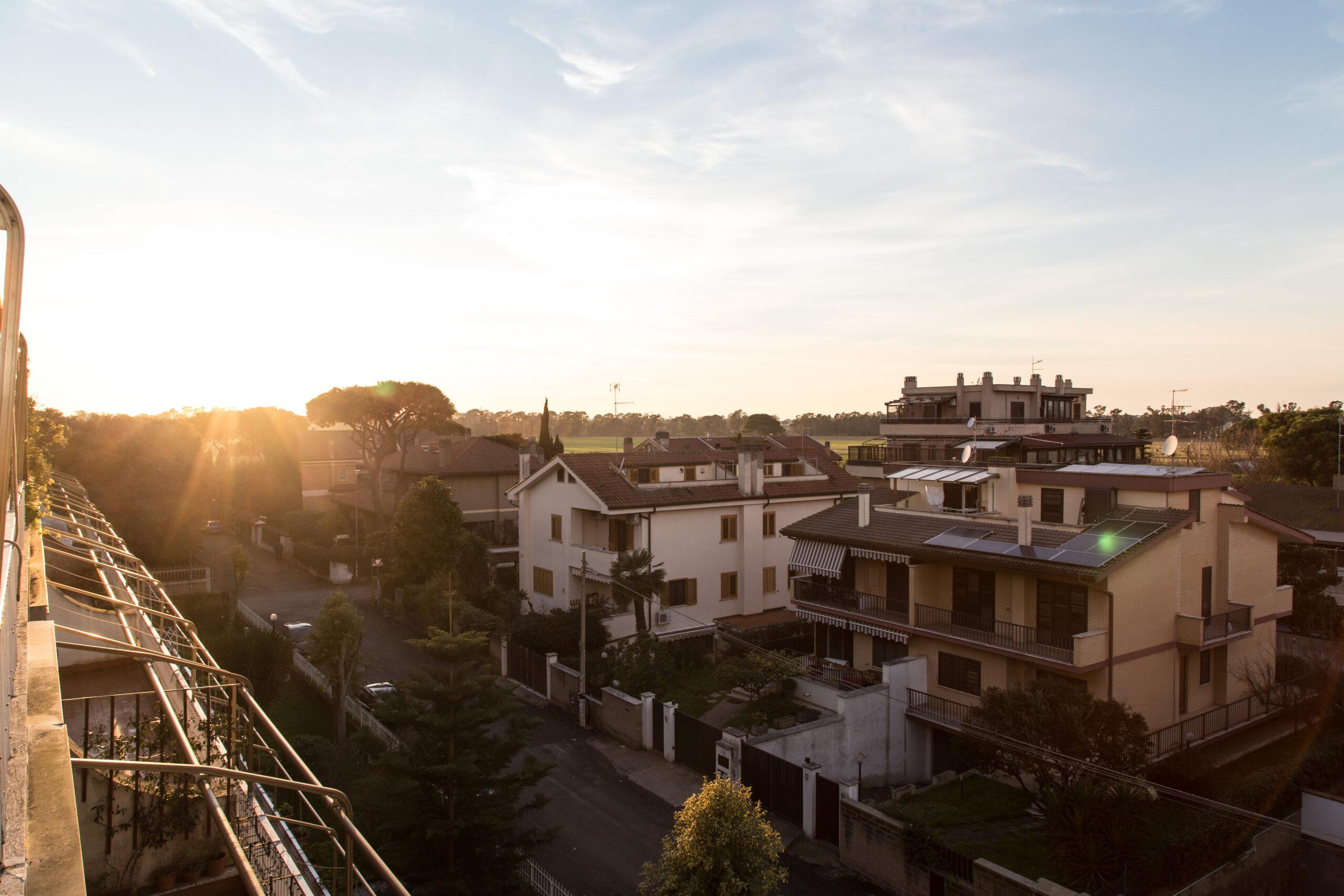 Ostia Antica, ampio quadrilocale con balcone con vista sulla campagna