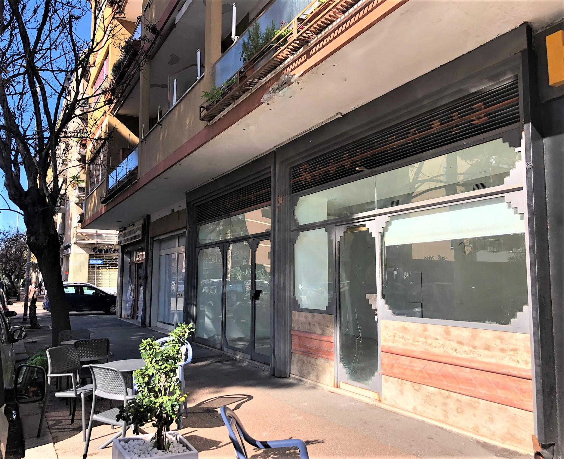 Ostia Levante, locale commerciale alta visibilità in affitto
