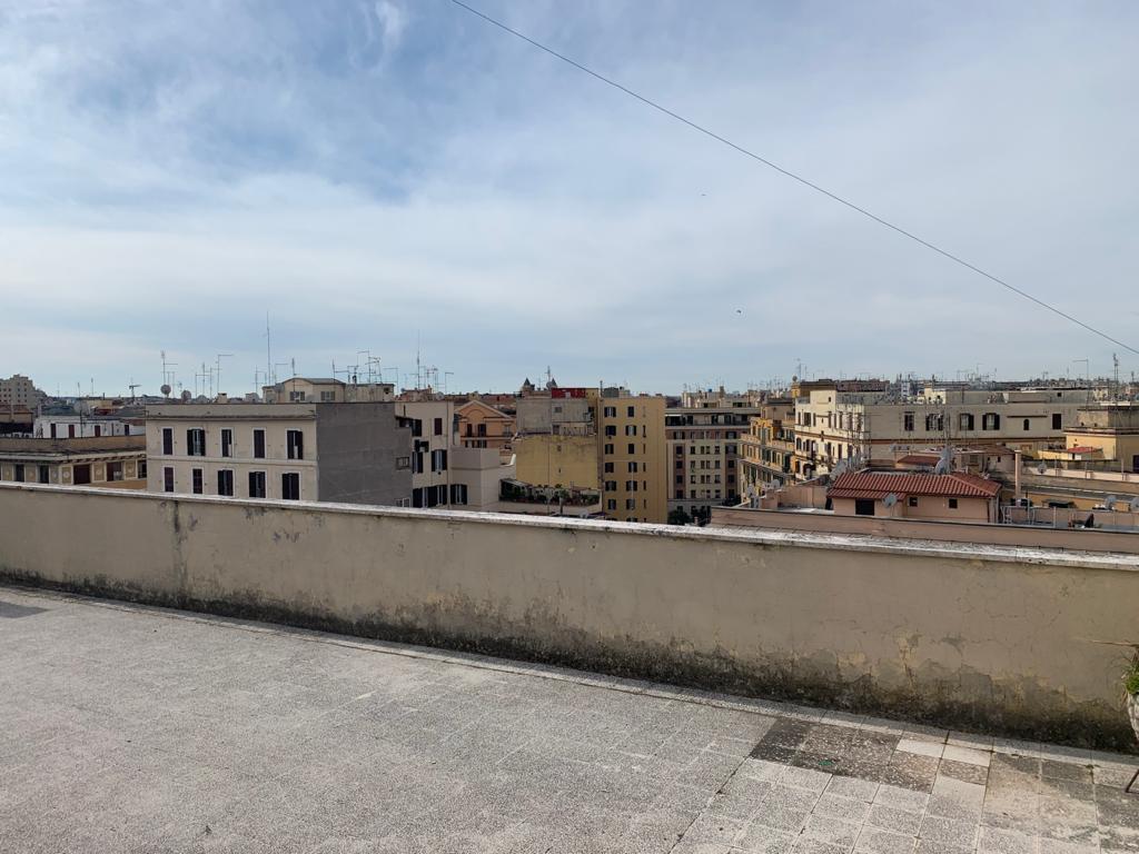 Appia nuova monolocale con balcone in locazione