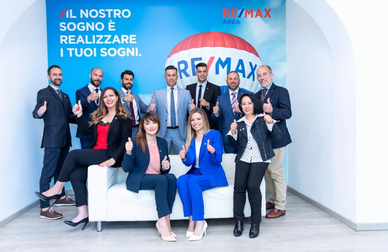 Lo staff dell'agenzia immobiliare RE/MAX Area Re/Max Area, agenzia Lido di Ostia