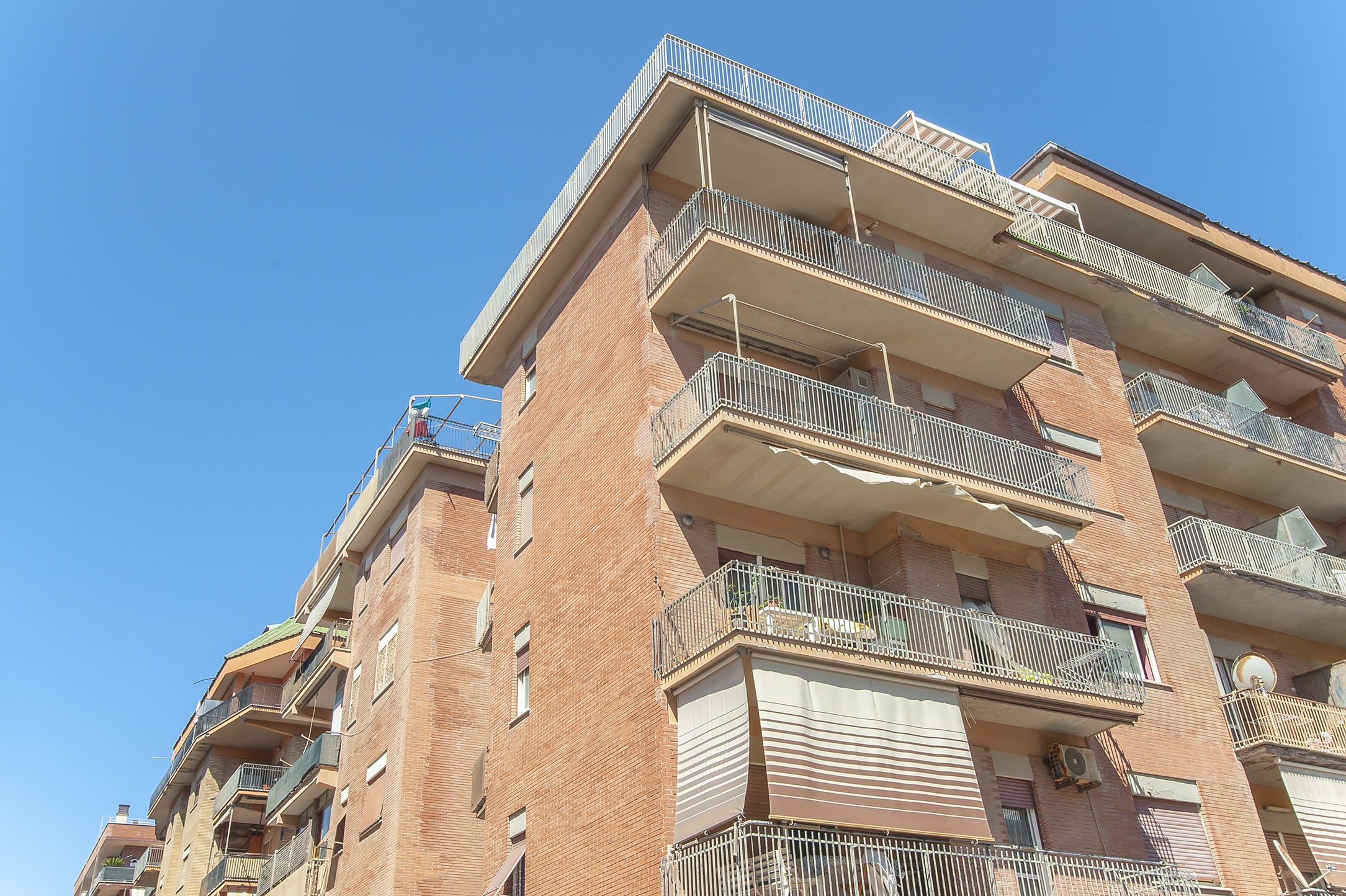 Ostia Ponente, appartamento in vendita, ampia metratura con tre balconi