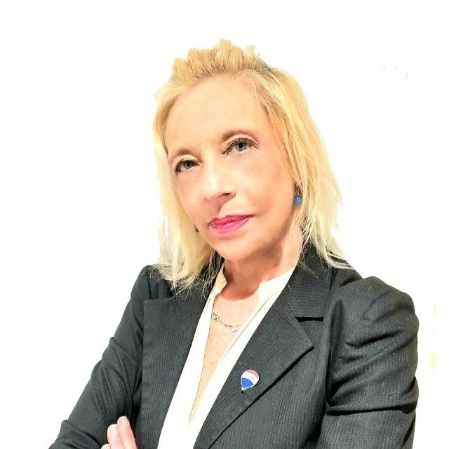 Agente Immobiliare Stefania Sottili del gruppo RE/MAX Area con sede a Roma e Lido di Ostia.