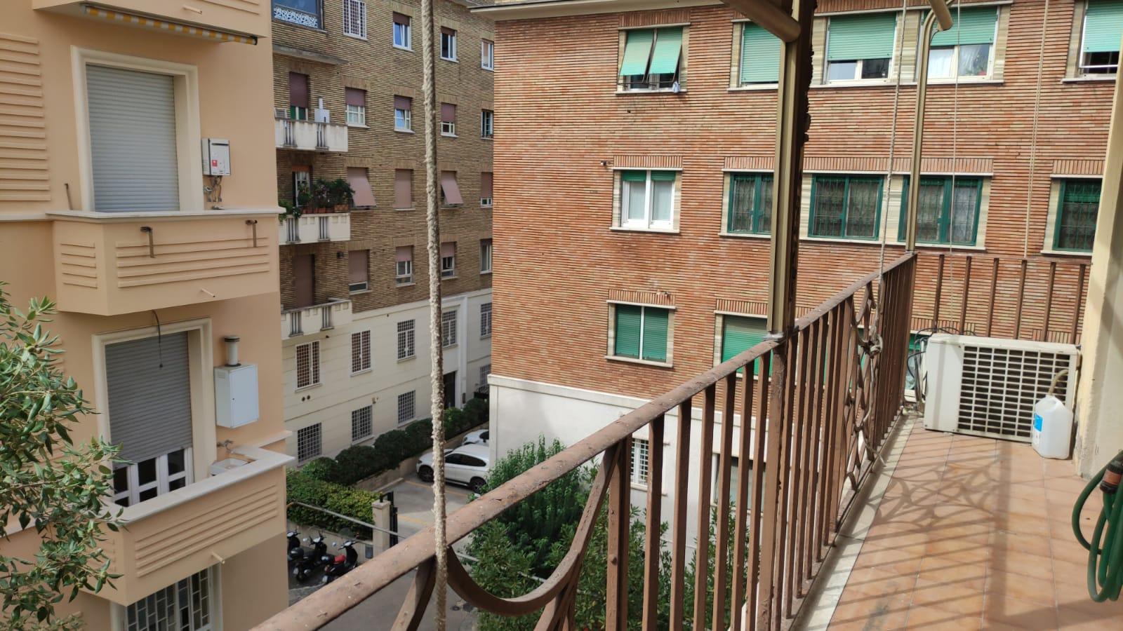 Corso Trieste, ampio trilocale con balcone in locazione – cucina arredata