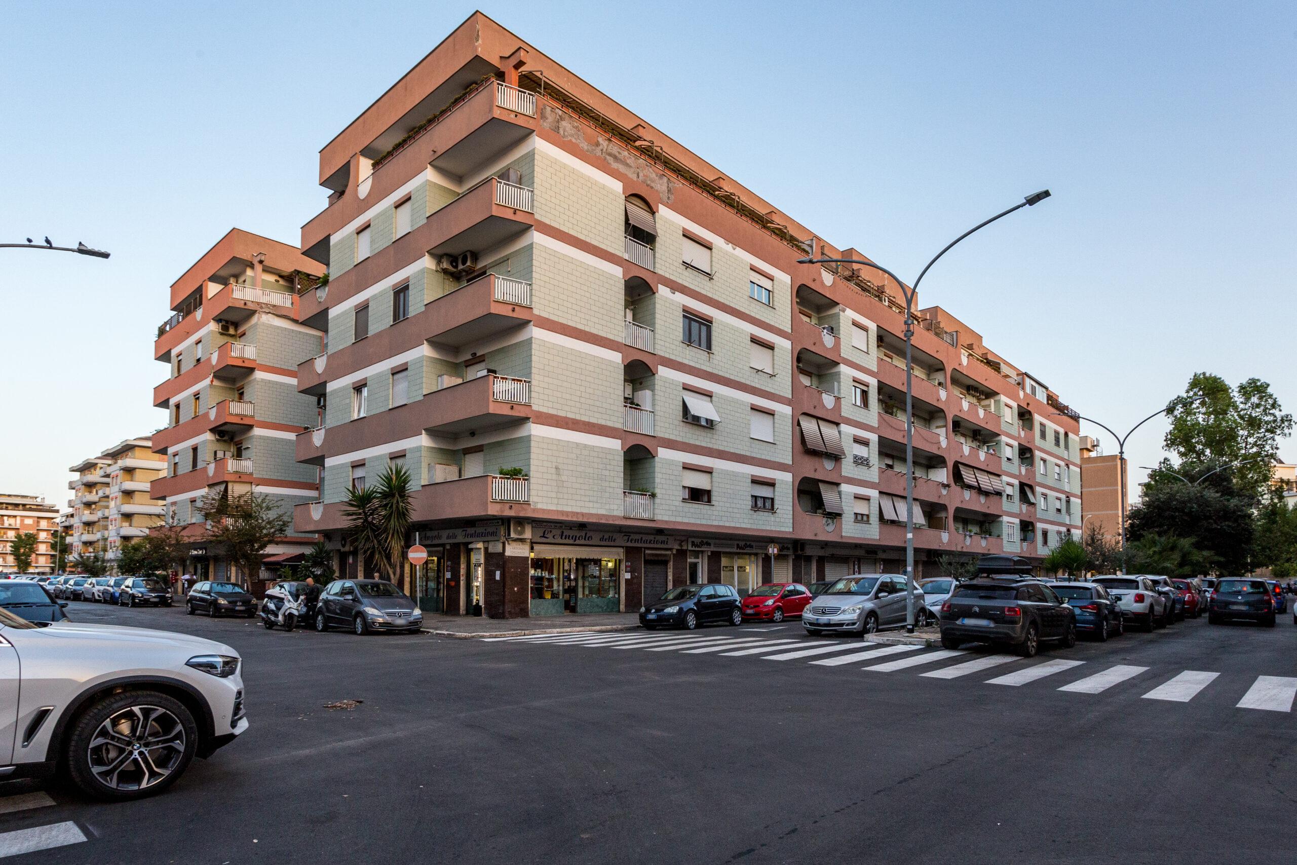 Ostia Ponente – quadrilocale con balcone, interessante composizione